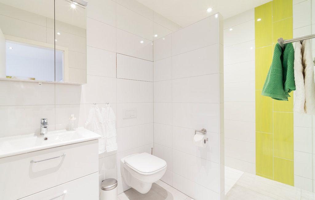 Badezimmer | Classic Boarding Apartment Waldstadt Immobilien Halle Saale Peißen