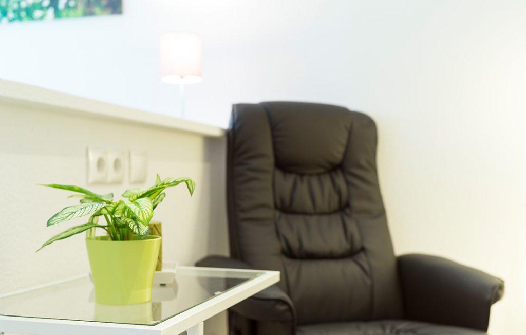 Gemütlicher Relaxsessel | Classic Boarding Apartment Waldstadt Immobilien Halle Saale Peißen