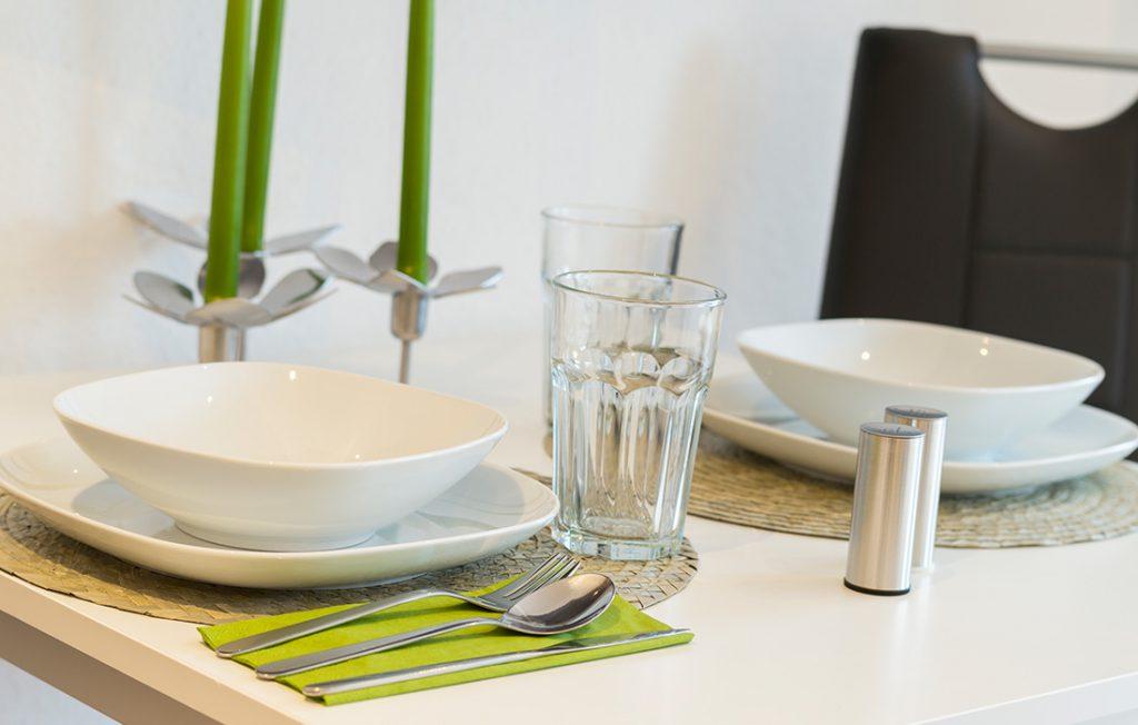 modernes Geschirr und Ausstattung | Classic Boarding Apartment Waldstadt Immobilien Halle Saale Peißen