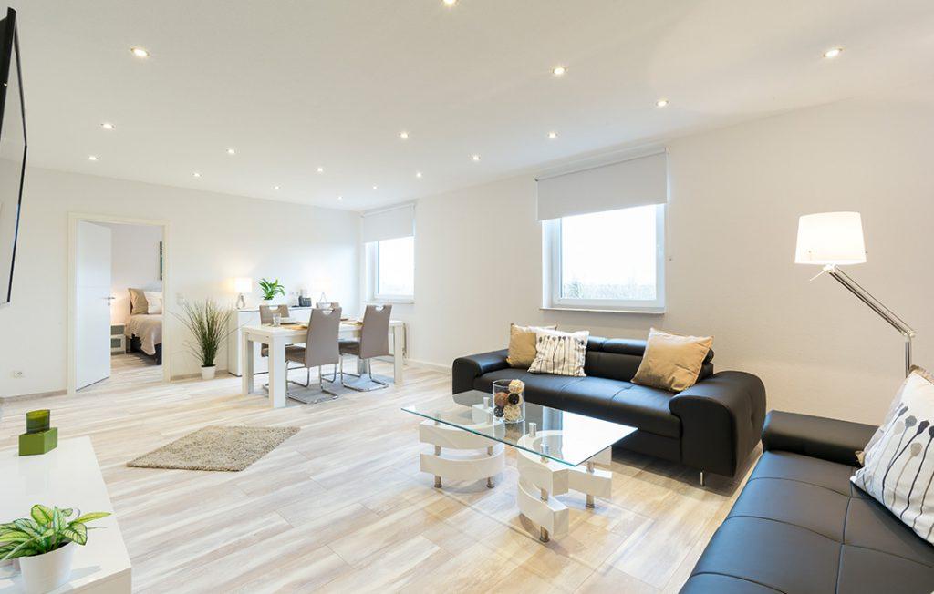 Wohnzimmer und Essbereich | Superior Boarding Apartment Waldstadt Immobilien Halle Saale Peißen