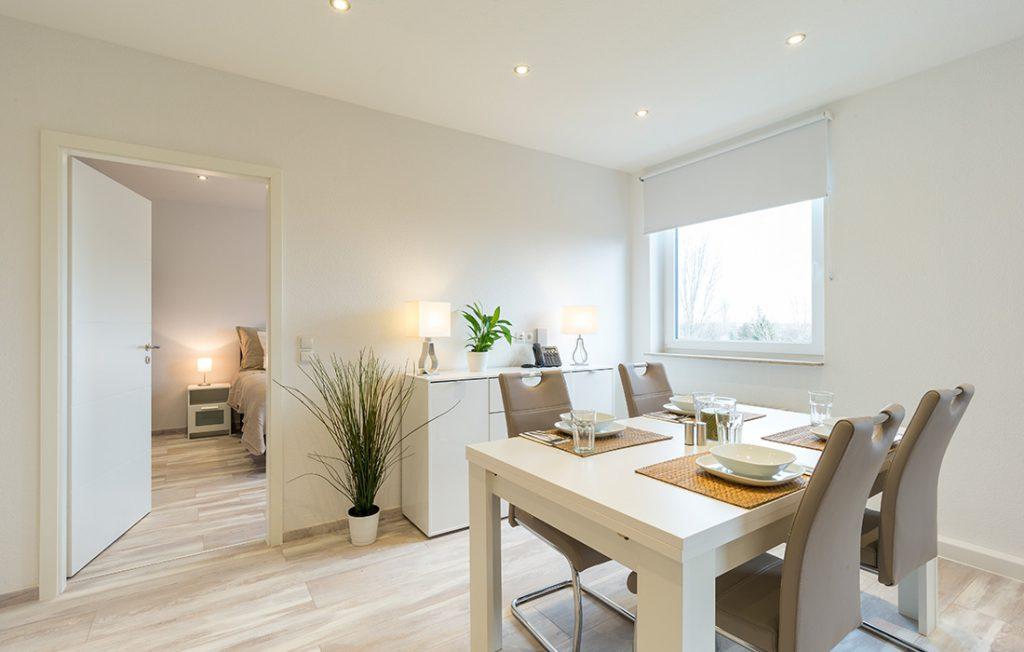 Essbereich für vier Personen und Sideboard | Superior Boarding Apartment Waldstadt Immobilien Halle Saale Peißen